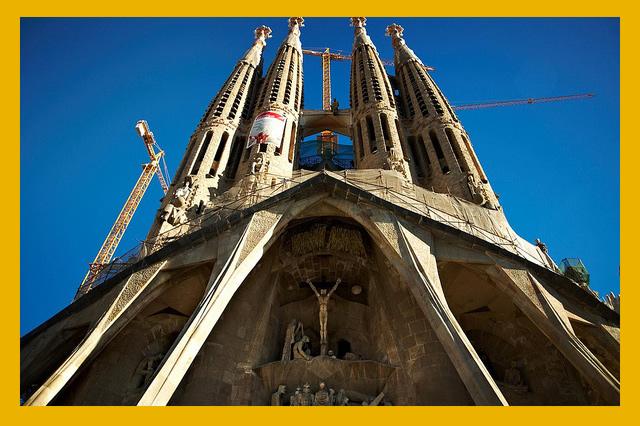 En Taxi por Sagrada Familia   Under Creative Commons by  Moyan Brenn
