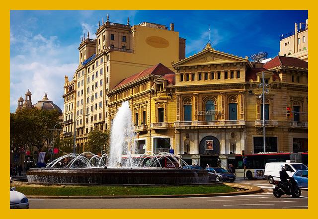 Taxi en Paseo de Gracia    Under Creative Commons by  Moyan Brenn
